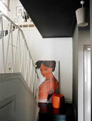 schilderij tegen de muur