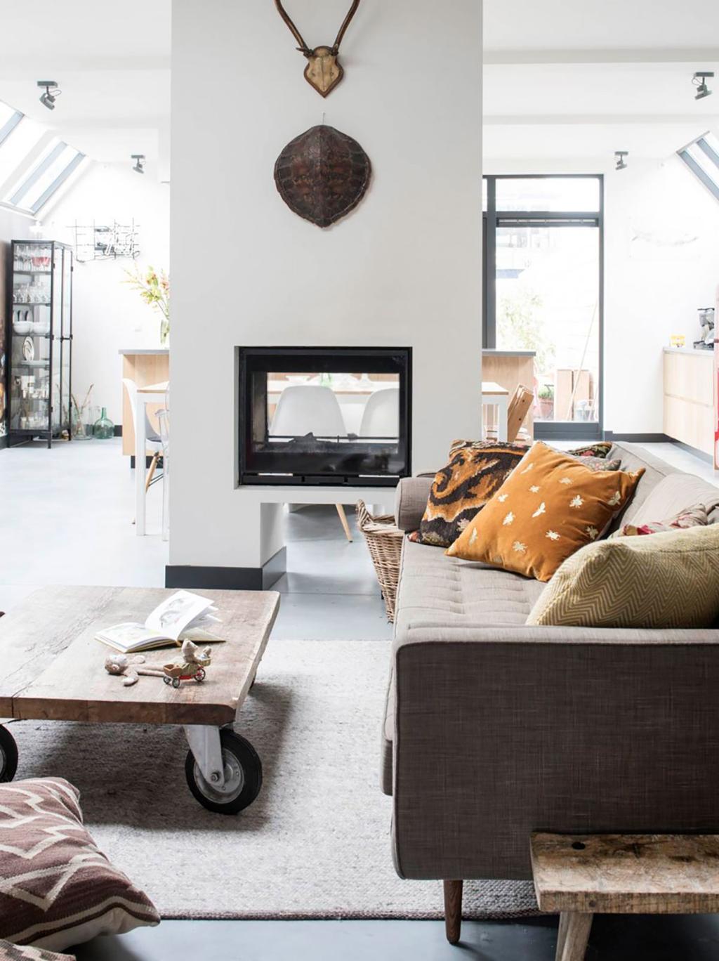 Foyer double face avec cheminee