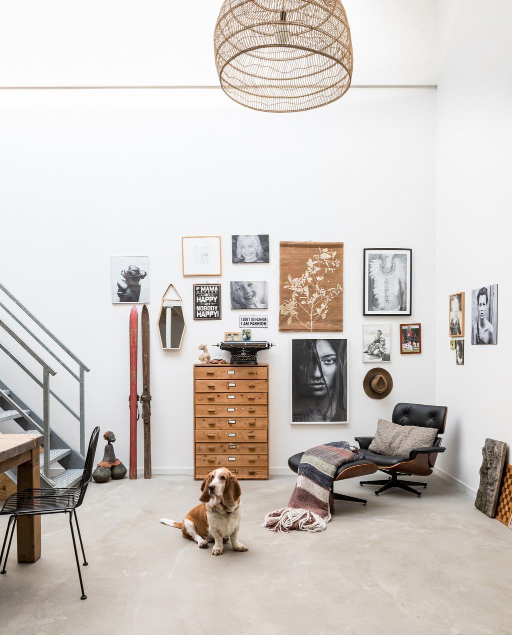 vtwonen 09-2019 | Hal van het Zuivelhuis gevuld met posters en decoratie