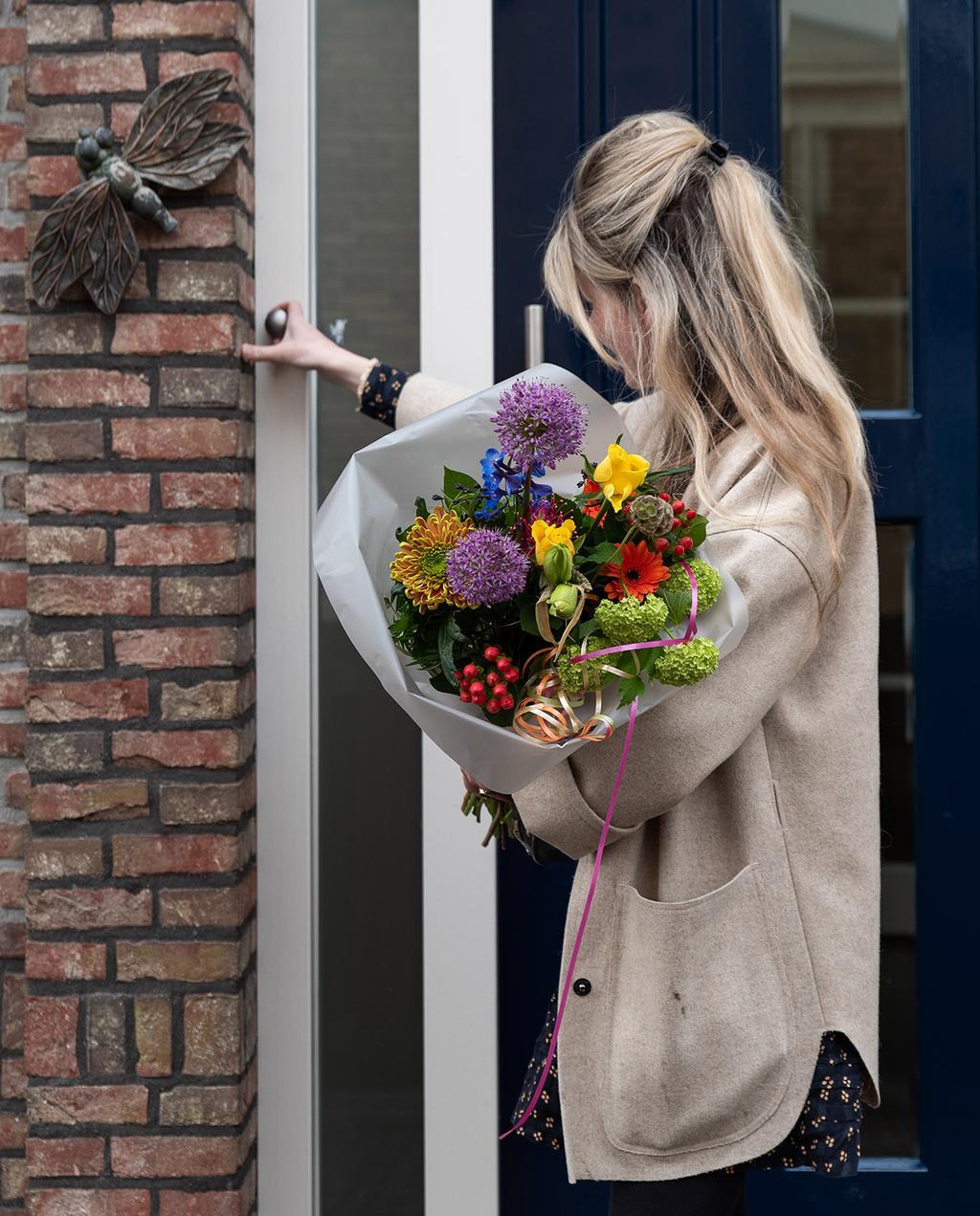 vtwonen voorjaarshuis 2021 | Stylist Liza met de bloemen