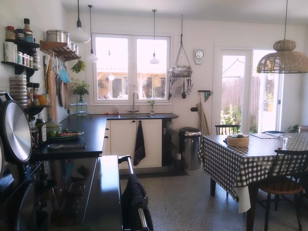 de-keuken-bestond-nog-niet-en-is-geplaatst-in-de-nieuwe-aanbouw-van-5-bij-4-meter-maar-is-wel-in-een-stijl-die-past-bij-het-huis-uit-1898-zie-bijvoorbeeld-de-terrazzo-vloer-en-de-oven-de-keuken-is-nog-niet-helemaal-klaar-maar-het-begint-wat-te-worden