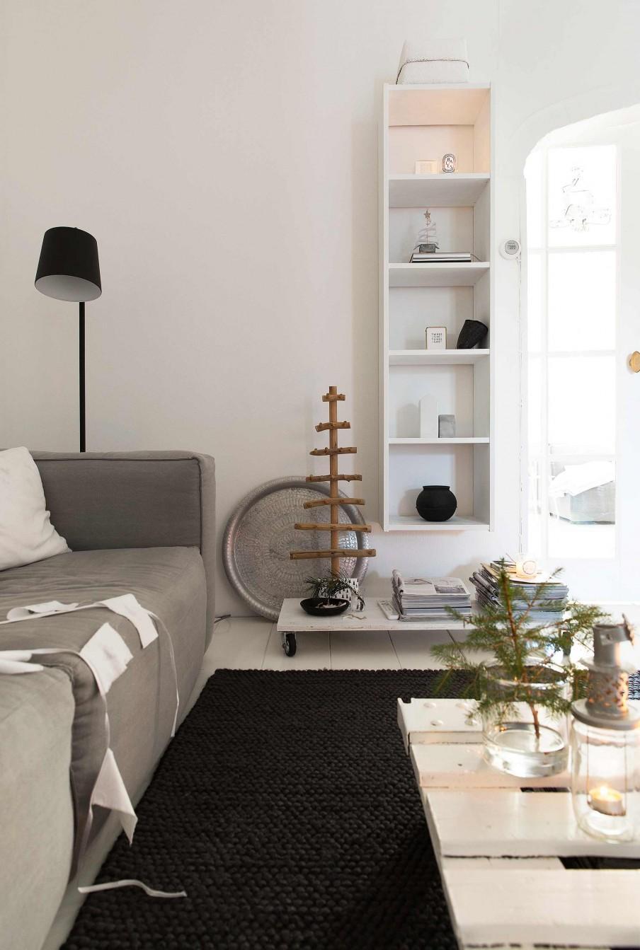 etagere blanche tapis noir