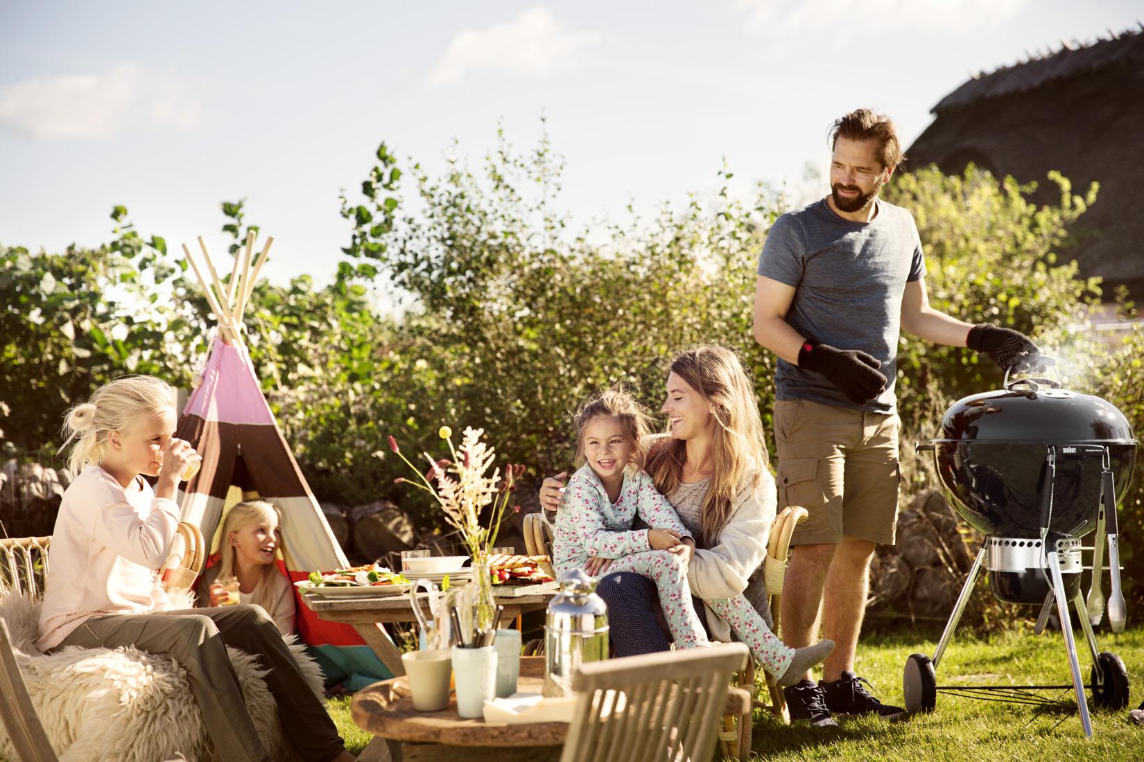 barbecue tuin gezin