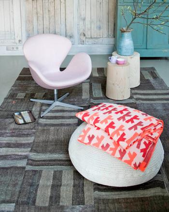 vloerkleed naar eigen ></p> <p>Bron: Fotografie Jeroen van der Spek</p> <p>Zoek je meer meubels en woonaccessoires? Je vindt ze op <a href=