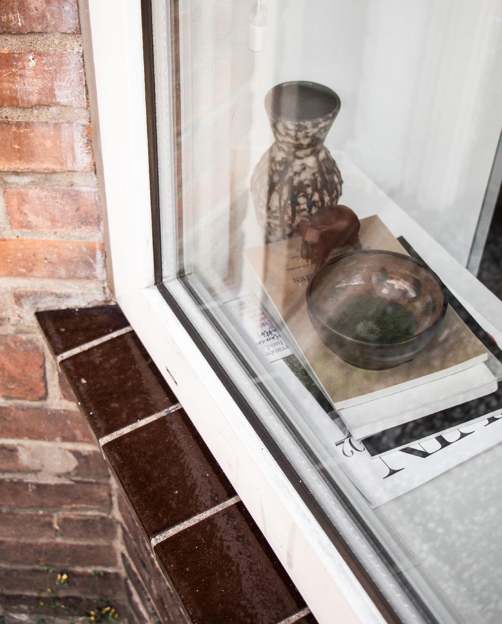 vtwonen blog rachel | vensterbank stylen met schaaltjes en vaasjes
