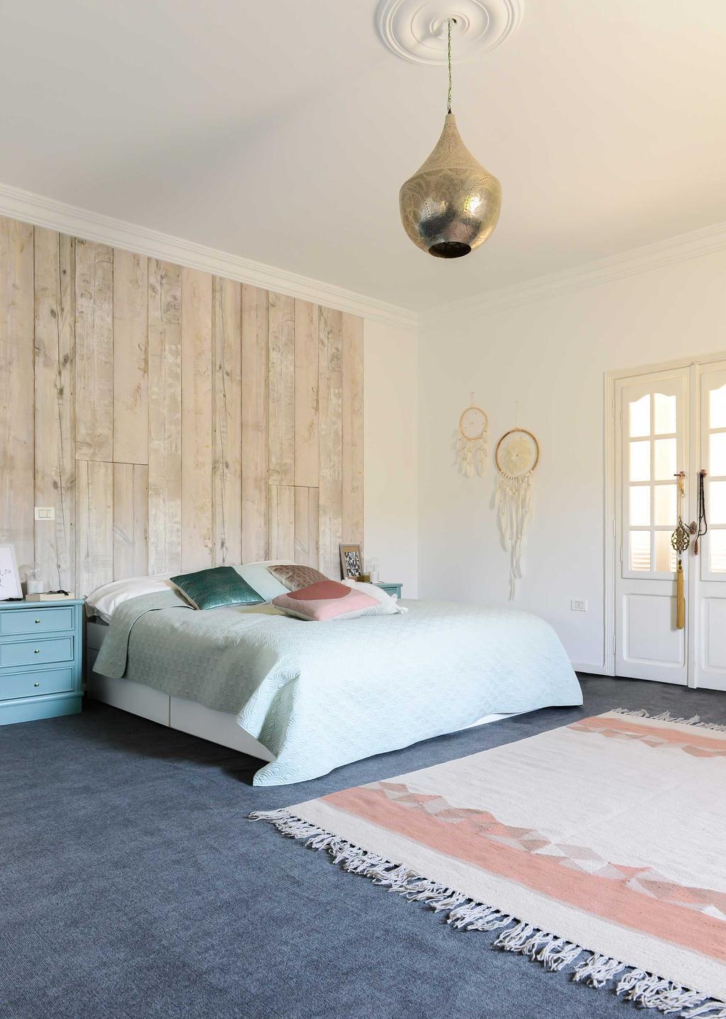 houten wand slaapkamer