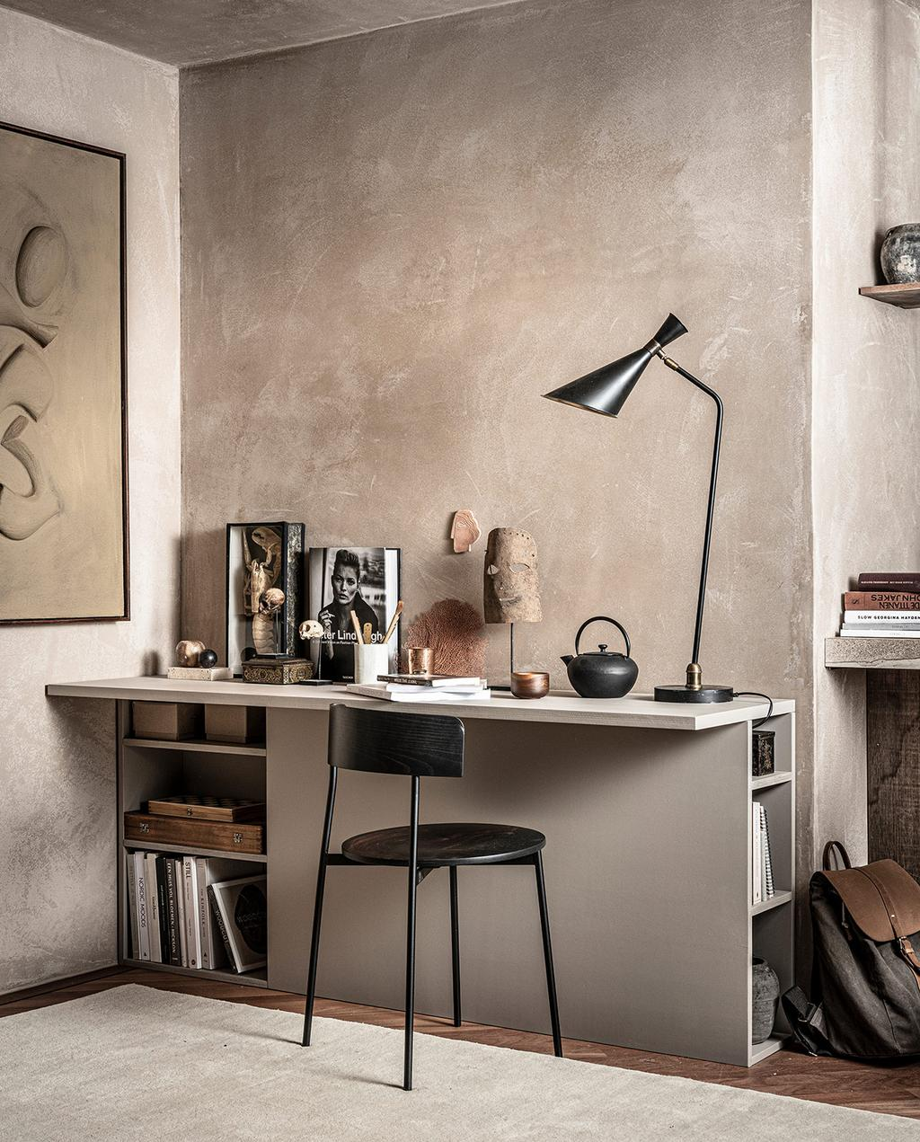 vtwonen 02-2021 | DIY bureau met groot abstract kunstwerk