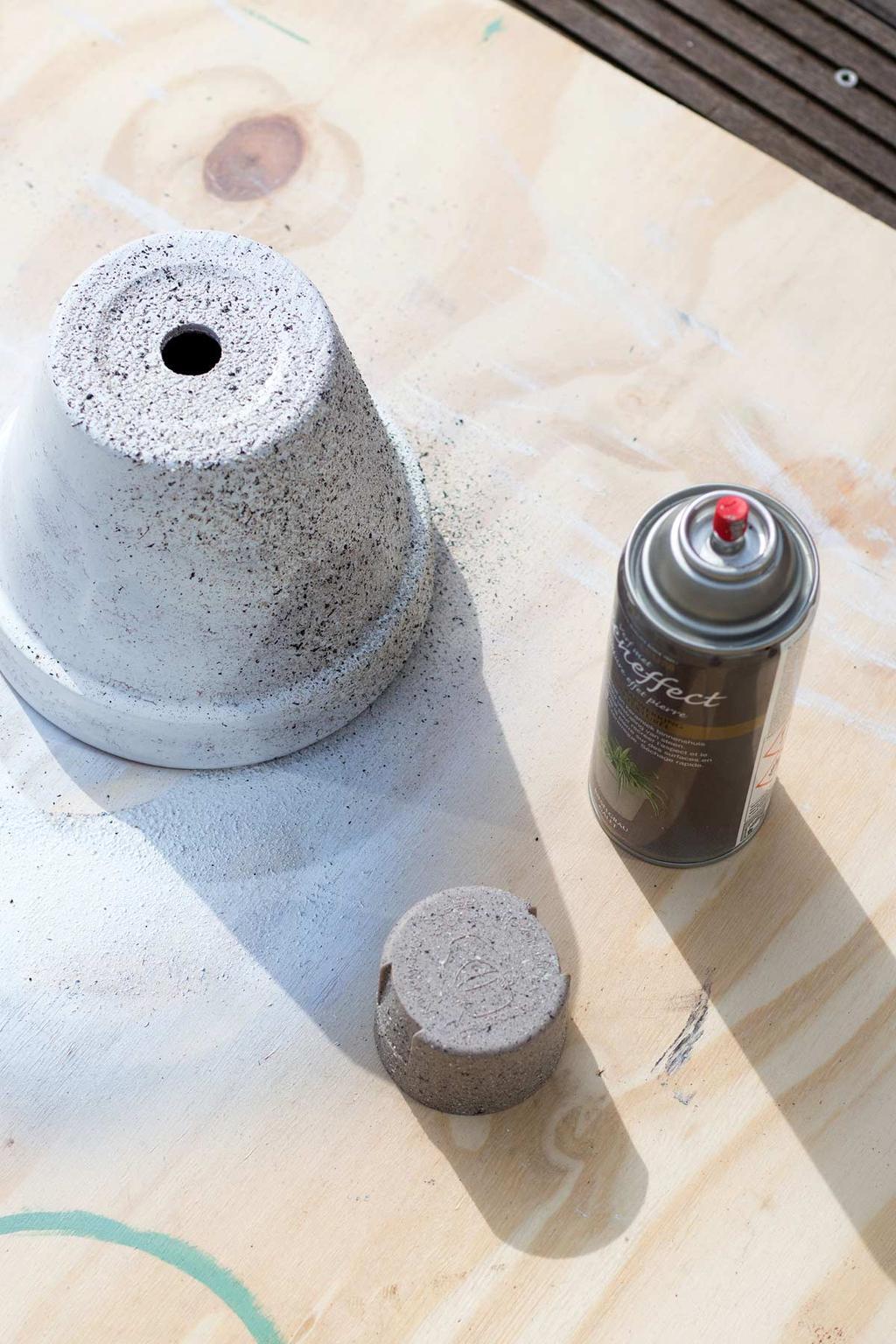 Bloempot met betonlook zelfmaken met spuitbus
