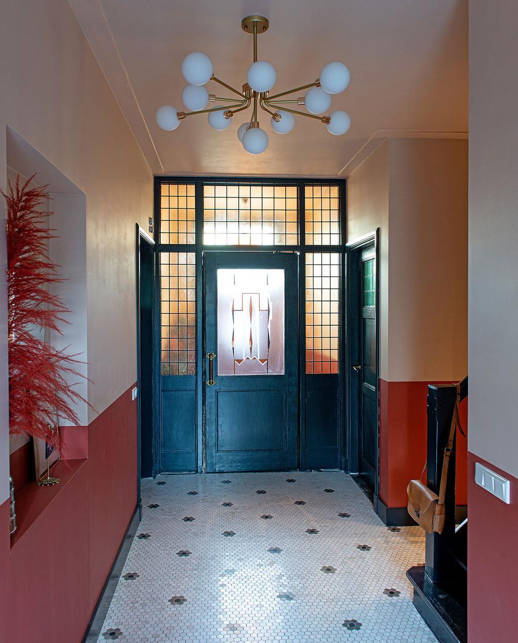vtwonen 03-2021   hal met jaren 30 deur