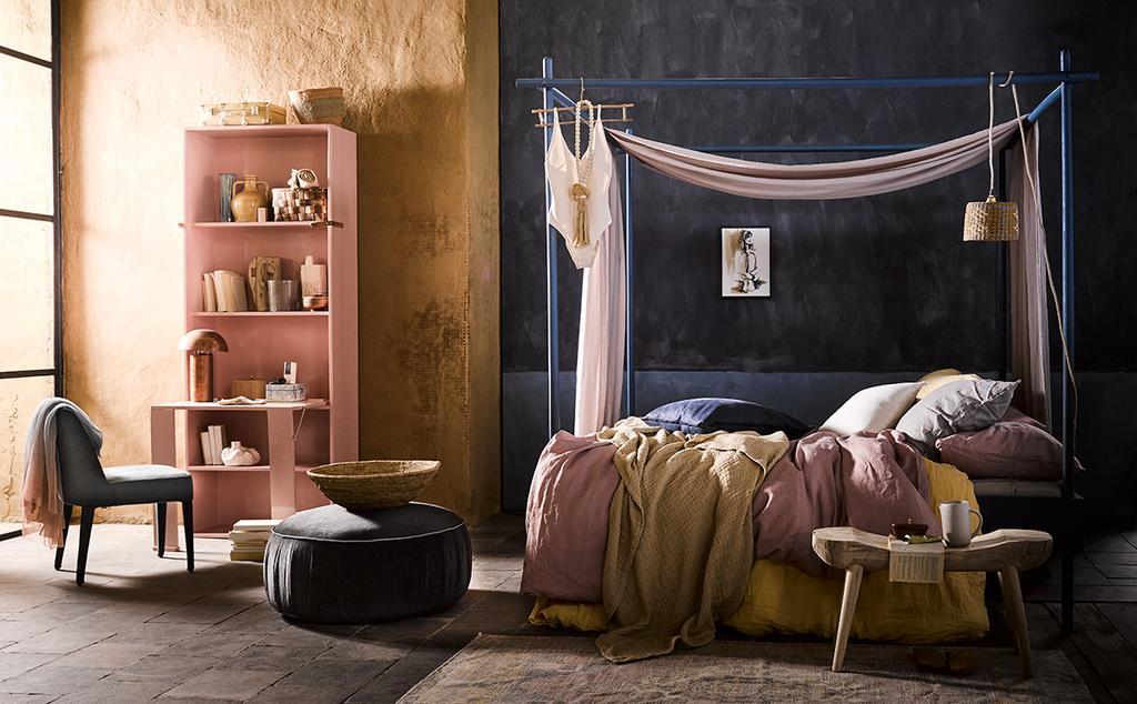 Contrasterende woestijnkleuren geven een bijzonder effect in de slaapkamer
