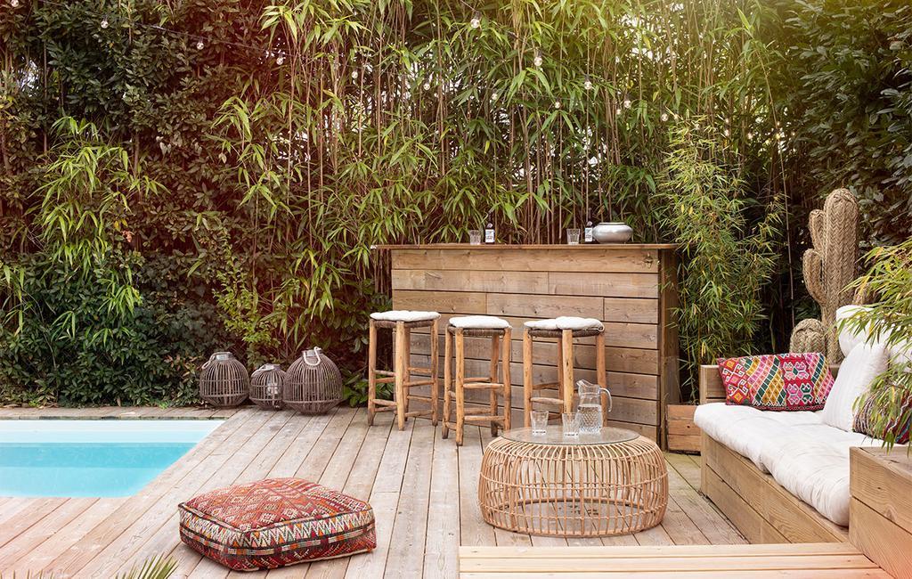 vtwonen binnenkijk special 07-2021 | zwembad met een houten bar