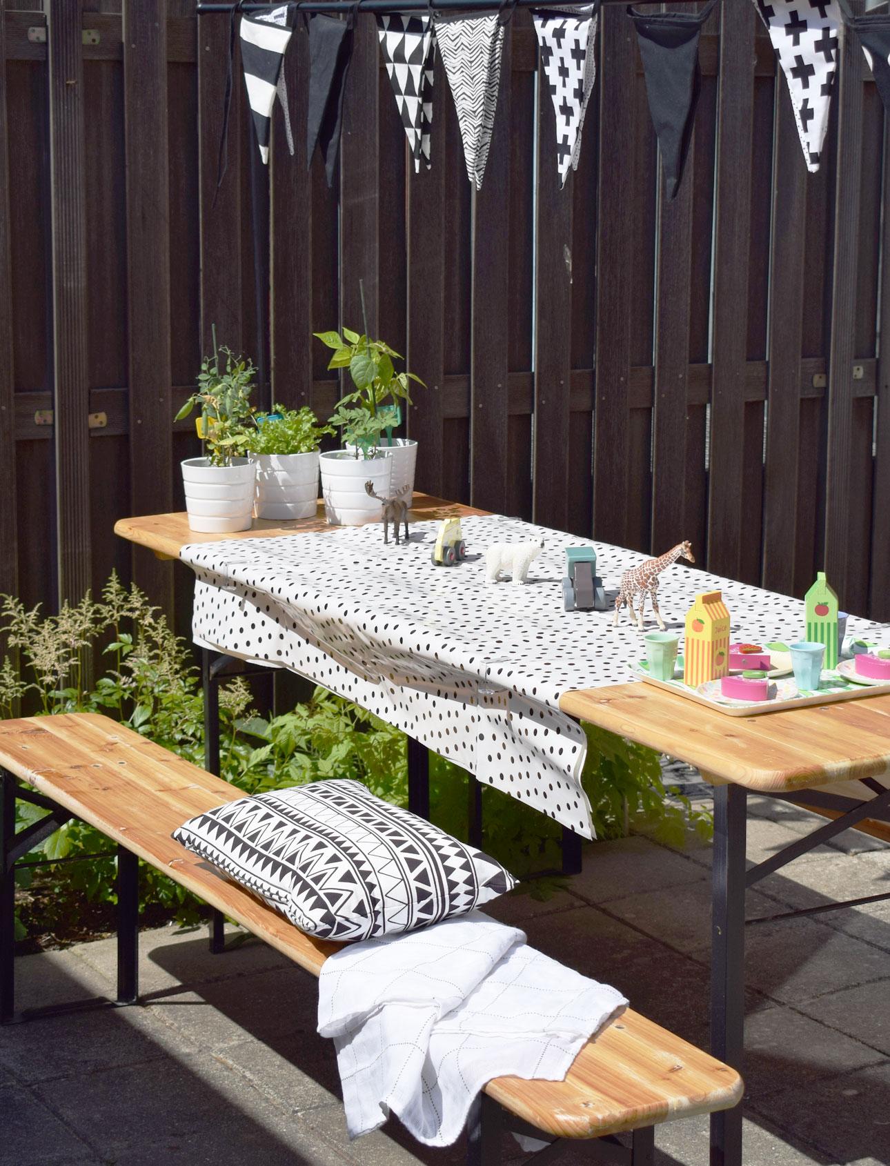 mamalifestyle-tuin-buiten-tafel-speelgoed-slinger