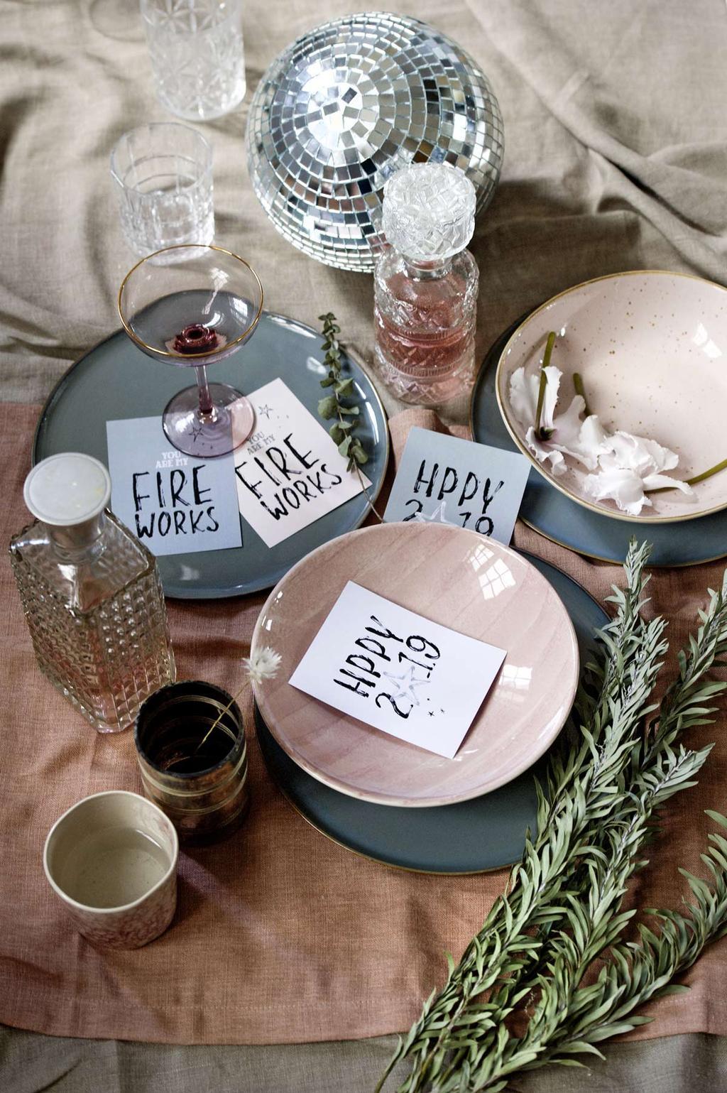 Feestelijke printable nieuwjaarskaarten voor de feestdagen.
