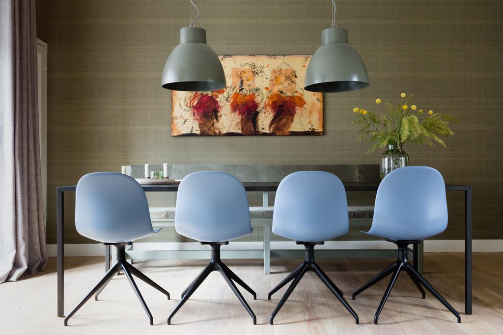 Blauwe eetkamerstoelen in een rustige basis | wvojh S10 A2