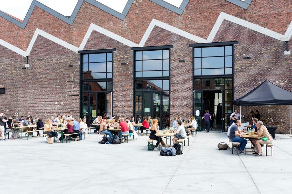Voorkant gebouw van Hal 16 in Gent