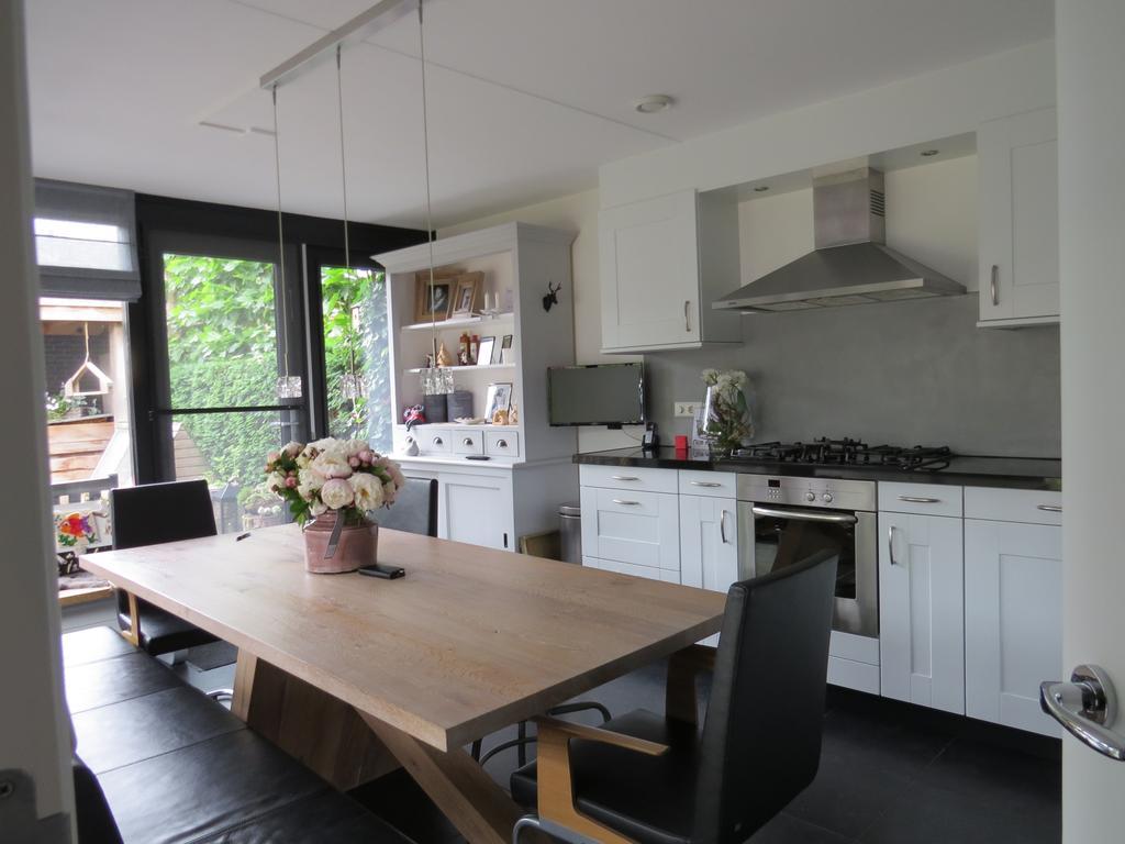 keukenkastjes-geschilderd-en-beton-cire-toegevoegd-zo-happy-met-het-resultaat