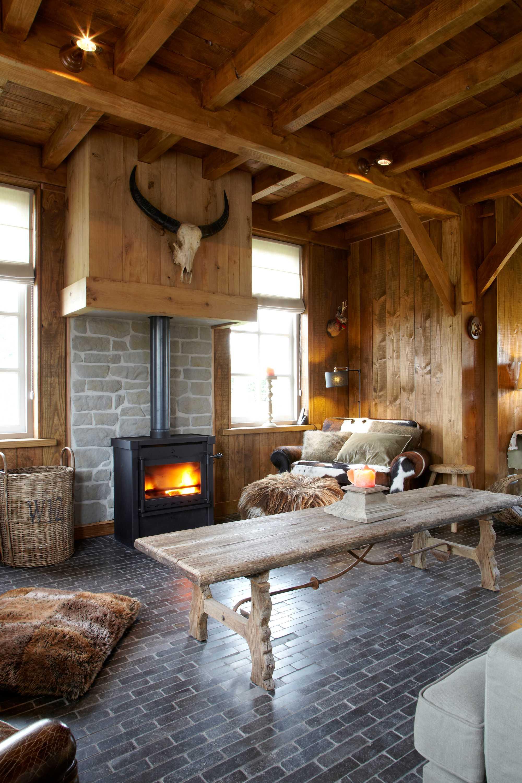 woonkamers dierenkop houten wanden