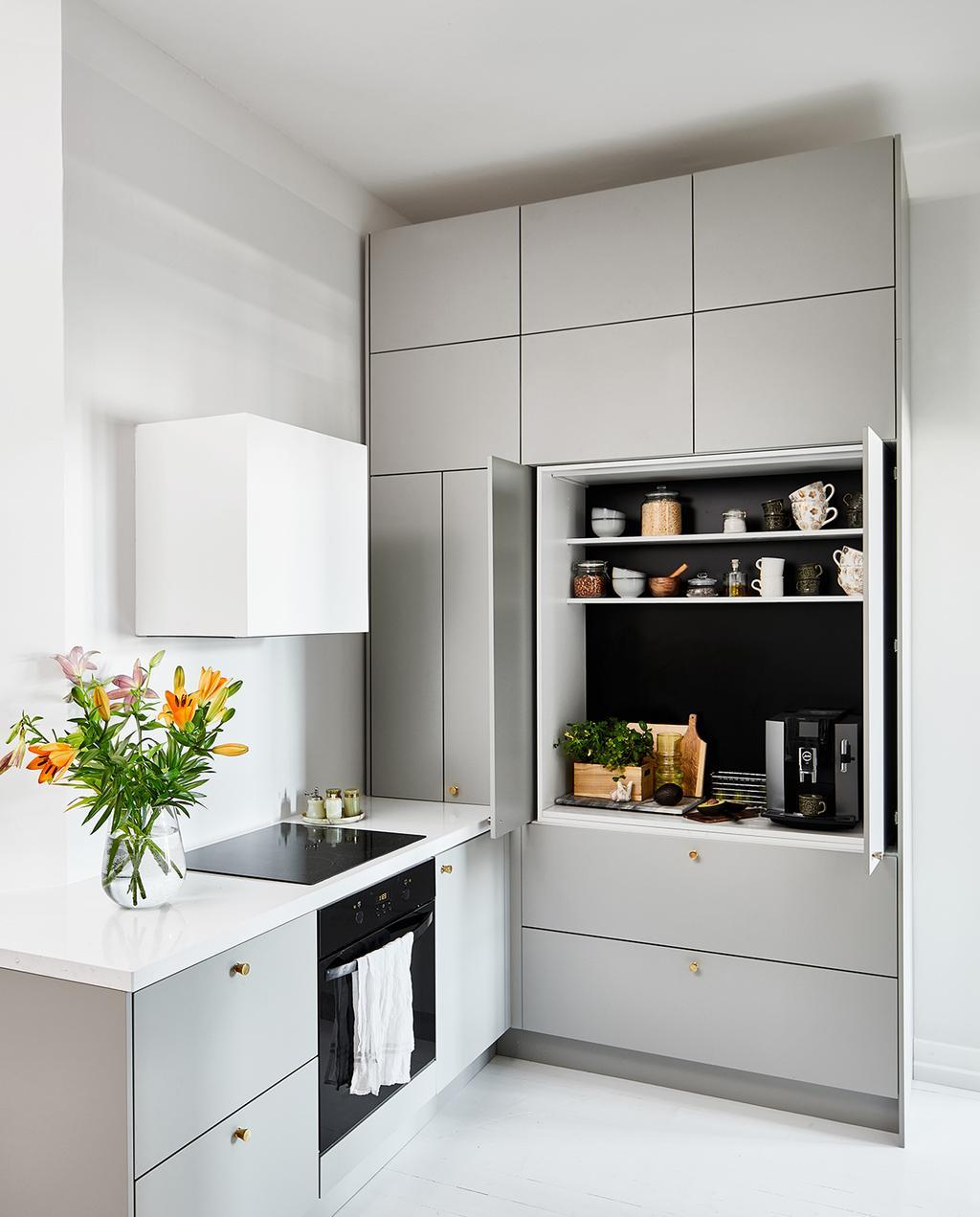 vtwonen special tiny houses | keuken met kasten in neutrale kleur