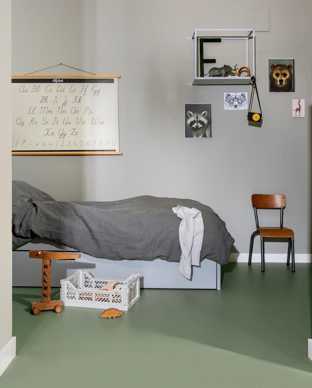 slaapkamer met groene vloer
