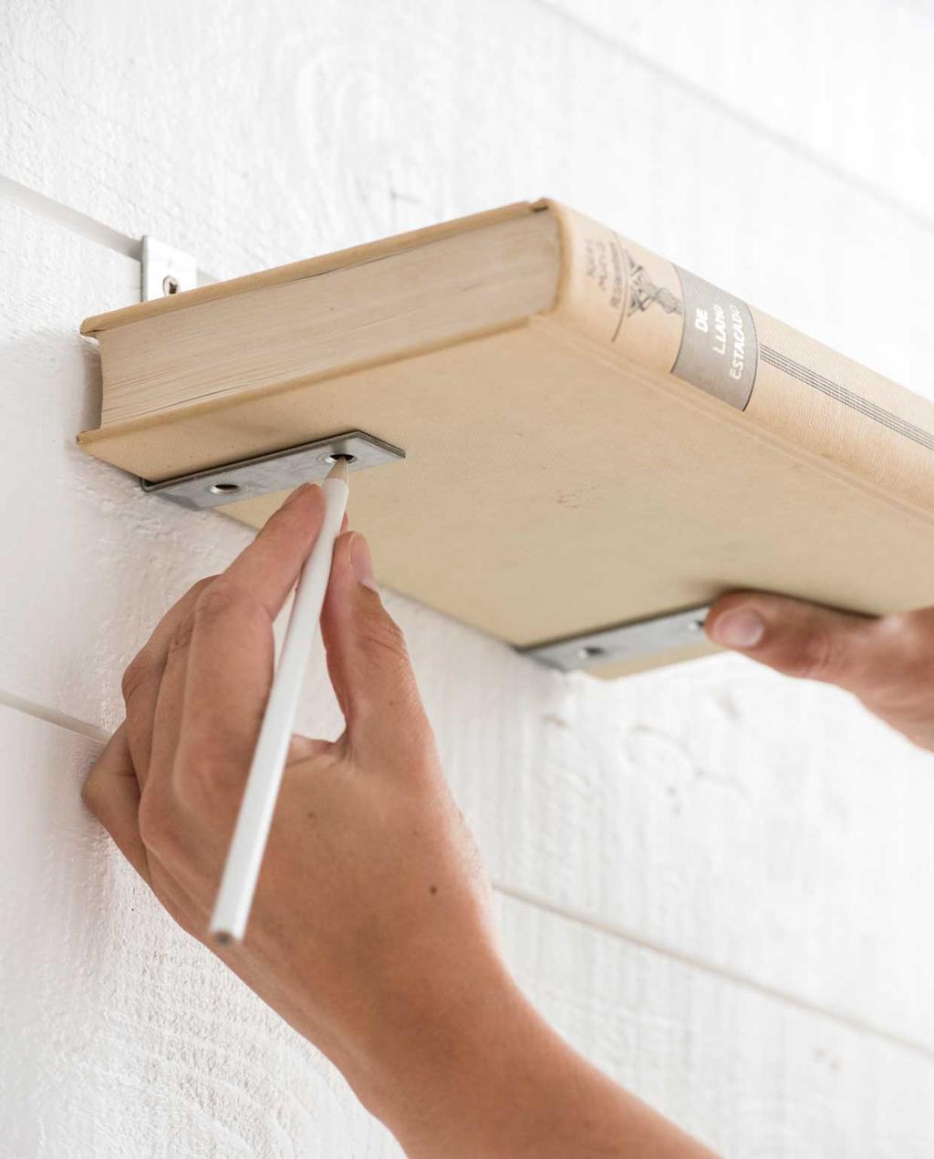 vtwonen 13-2019 | DIY zwevende boekenplank monteren