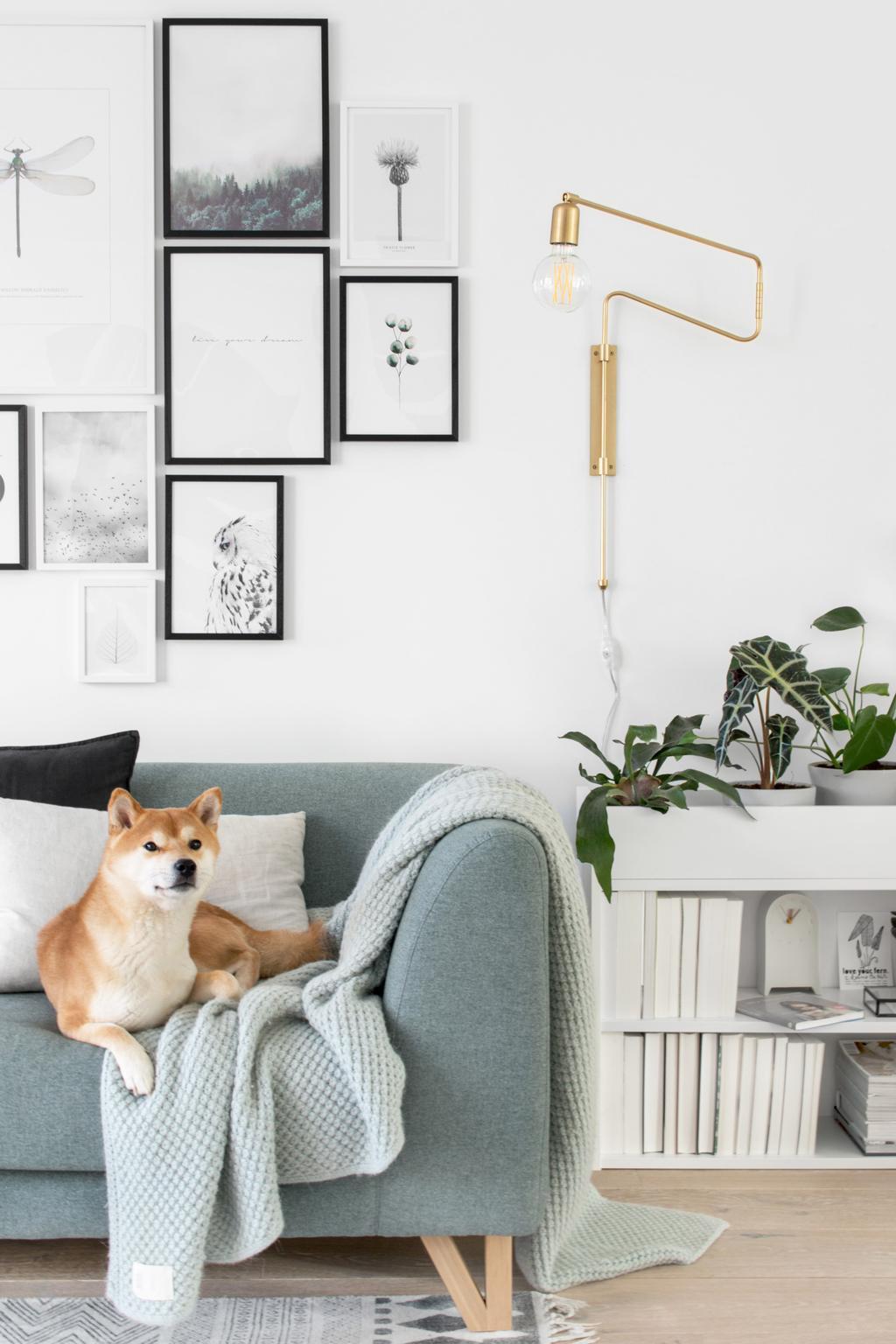 IKEA hack met een witte BILLY boekenkast in de woonkamer van Tanja van Hoogdalem