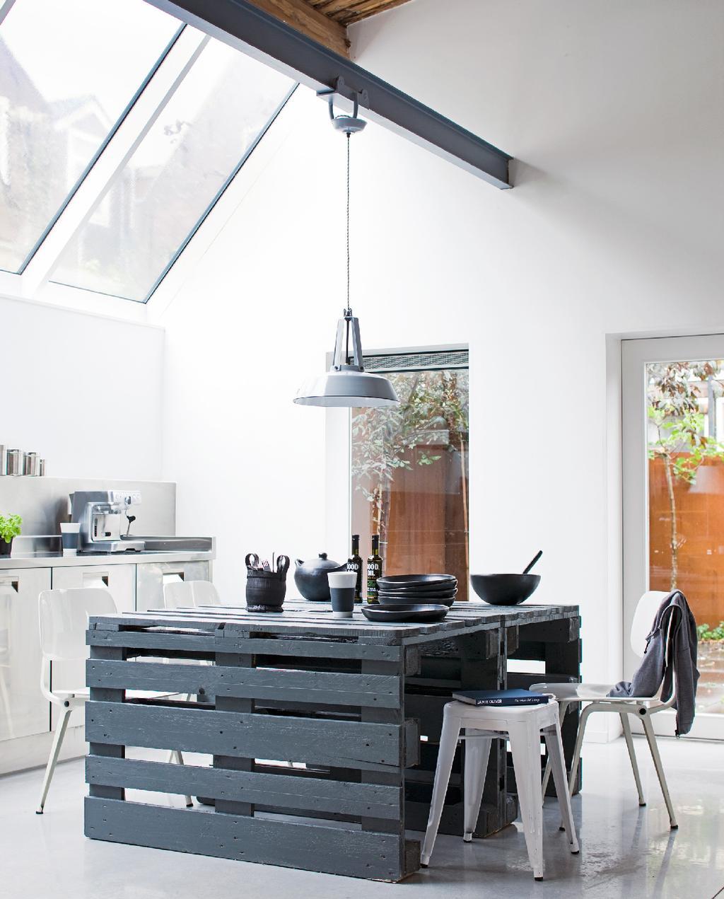 vtwonen pallettafel zwart keuken