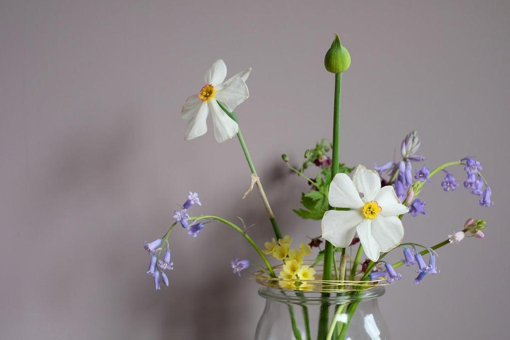 Bloemen in een vaas met Flower Constellation van House of Thol