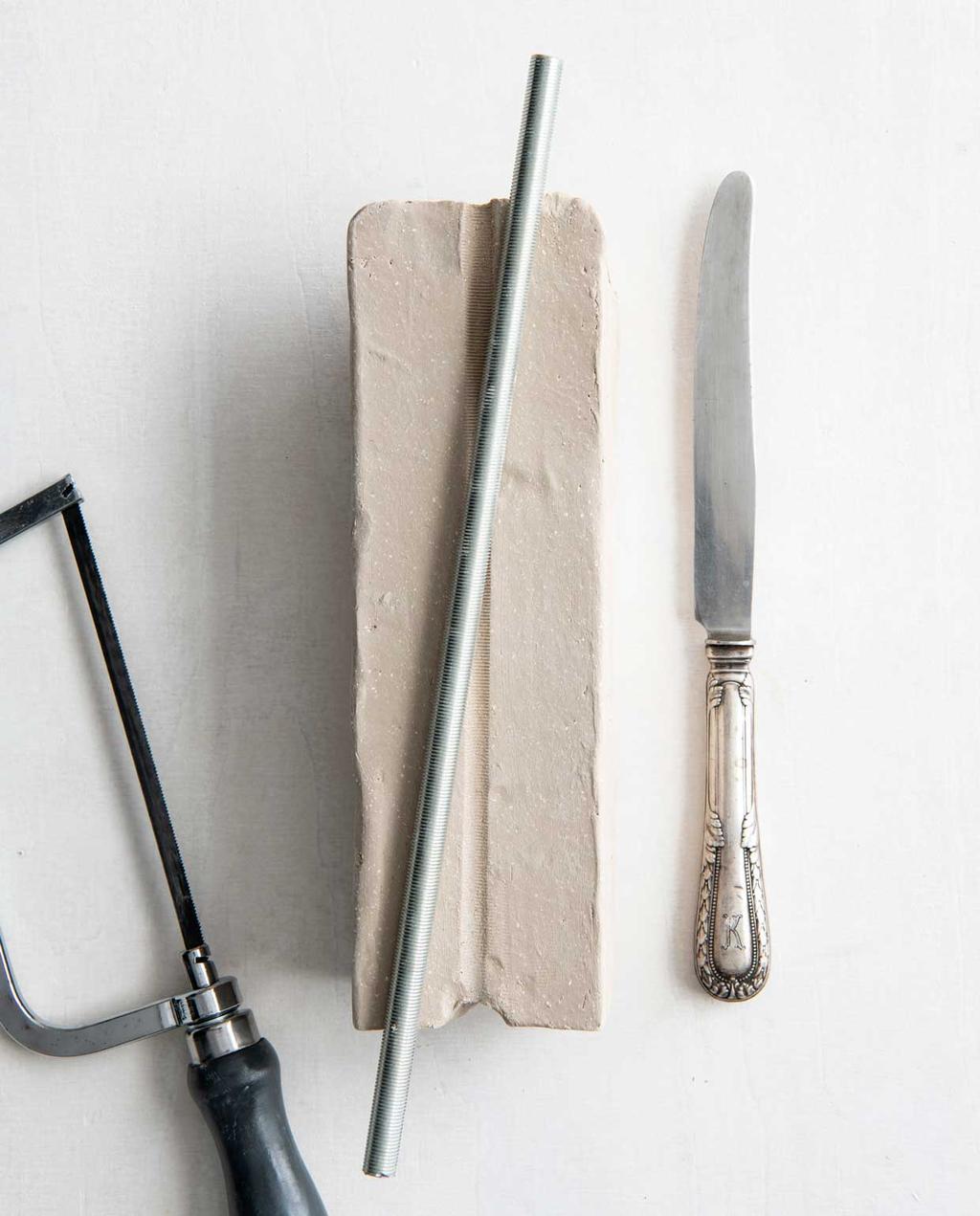 vtwonen 08 - DIY M stuk klei voor lampenvoet