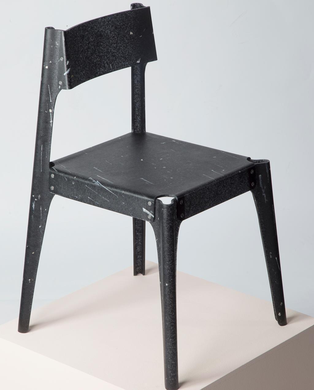 vtwonen | StudentDesign Alexander Schul zwart kunststof