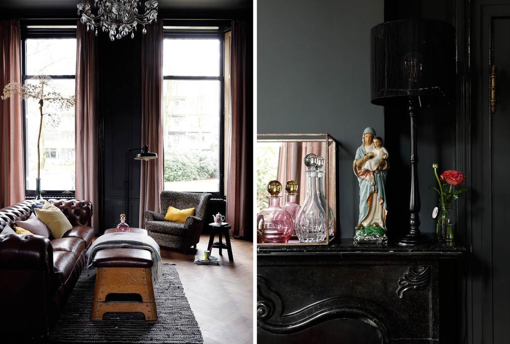vtwonen binnenkijken in een statige villa met donker interieur en een chesterfield