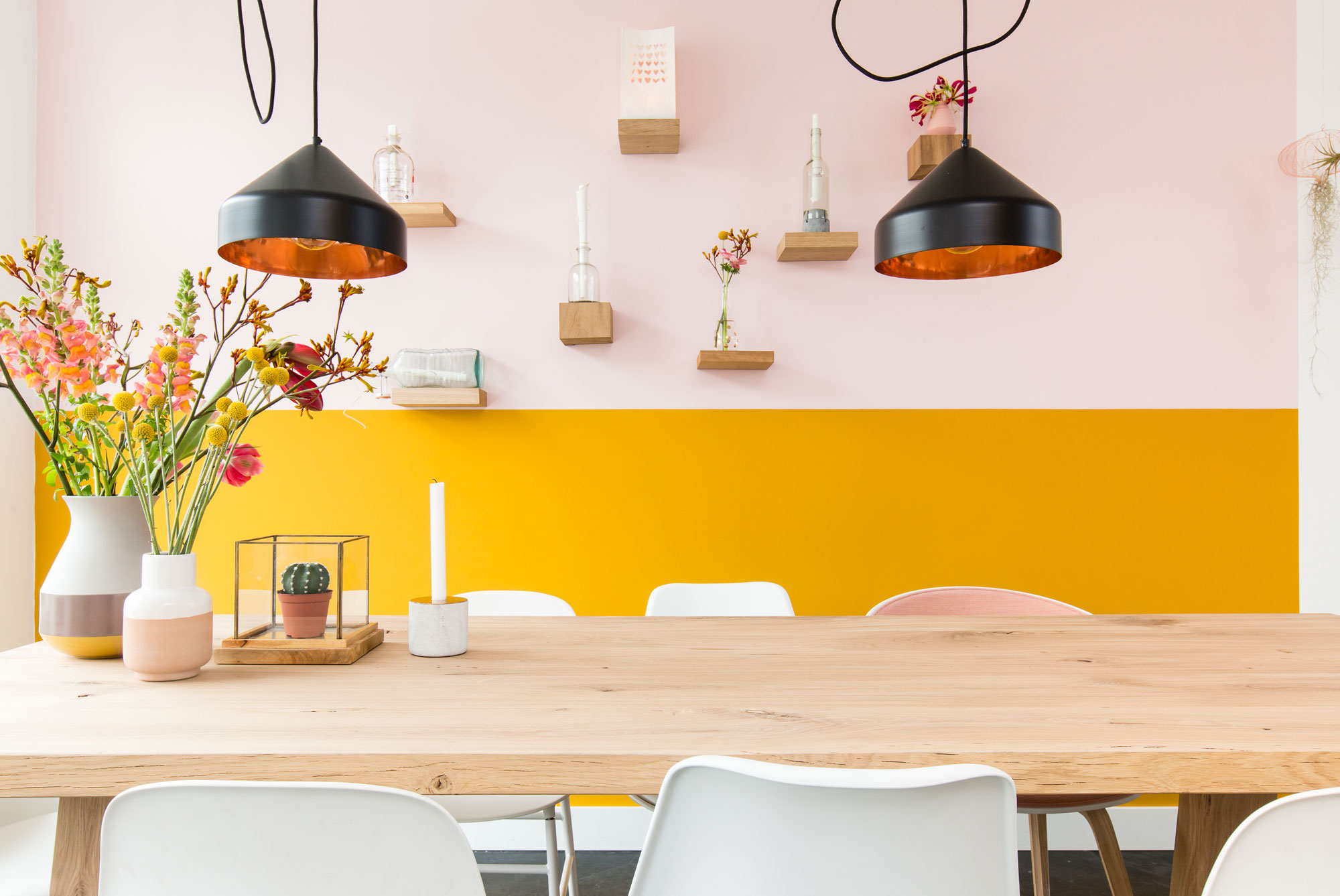 geel roze eethoek