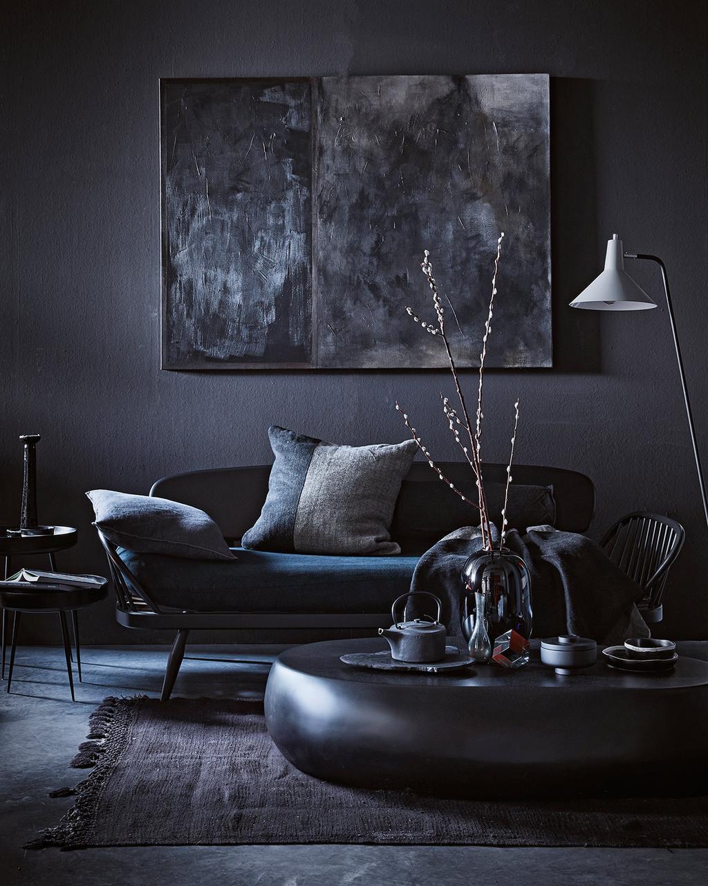 Zwart interieur: warmte in de duisternis
