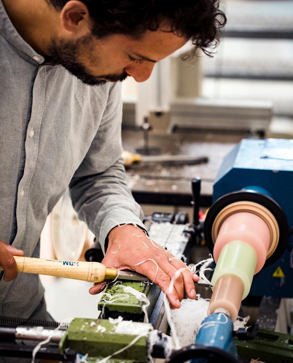 vtwonen 11-2019 | Ambacht Lex Pott atelier werkplaats draaibank