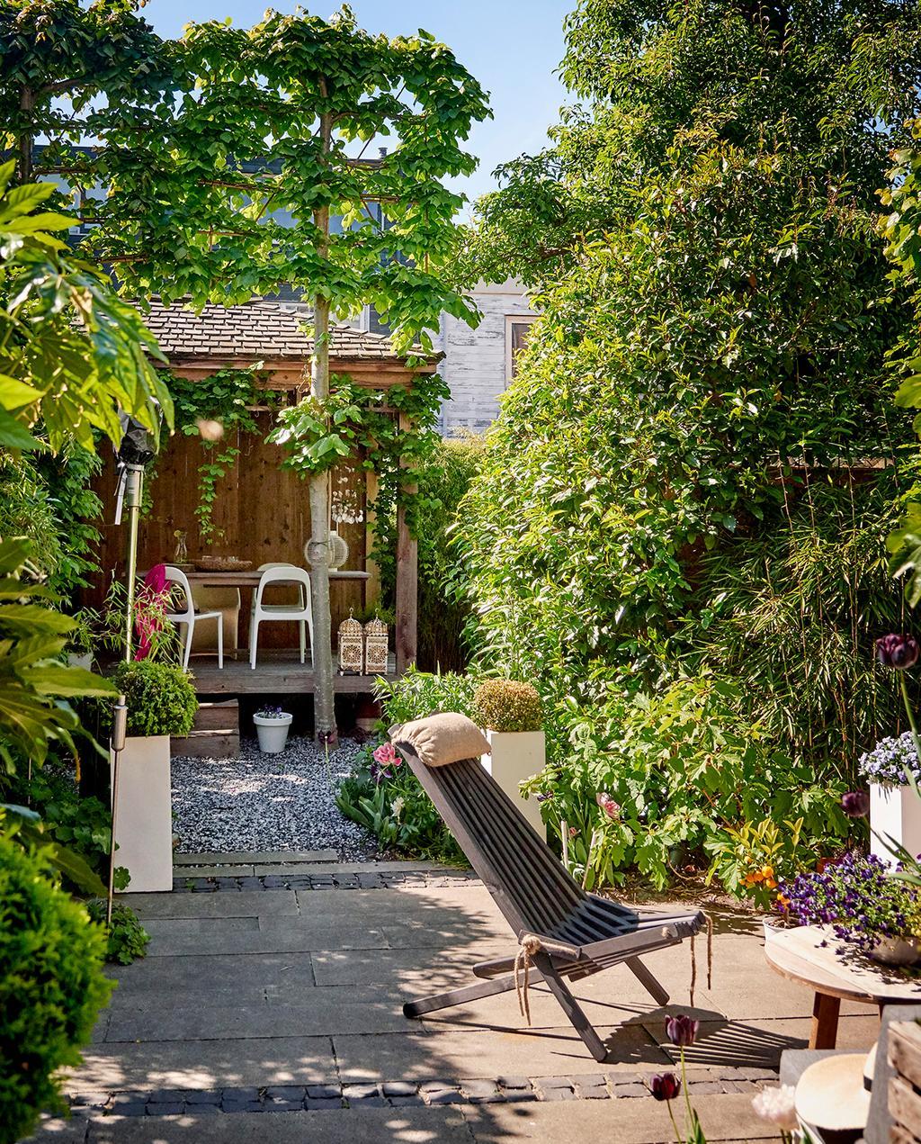 vtwonen 04-2020 | groen tuin met houten veranda binnenkijker Haarlem