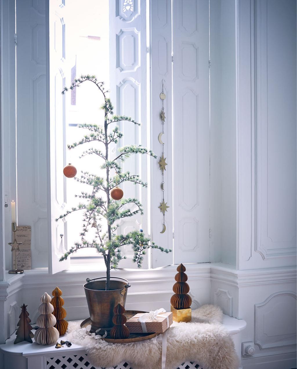 vtwonen 12-2019 | kerst raamkozijn boompje