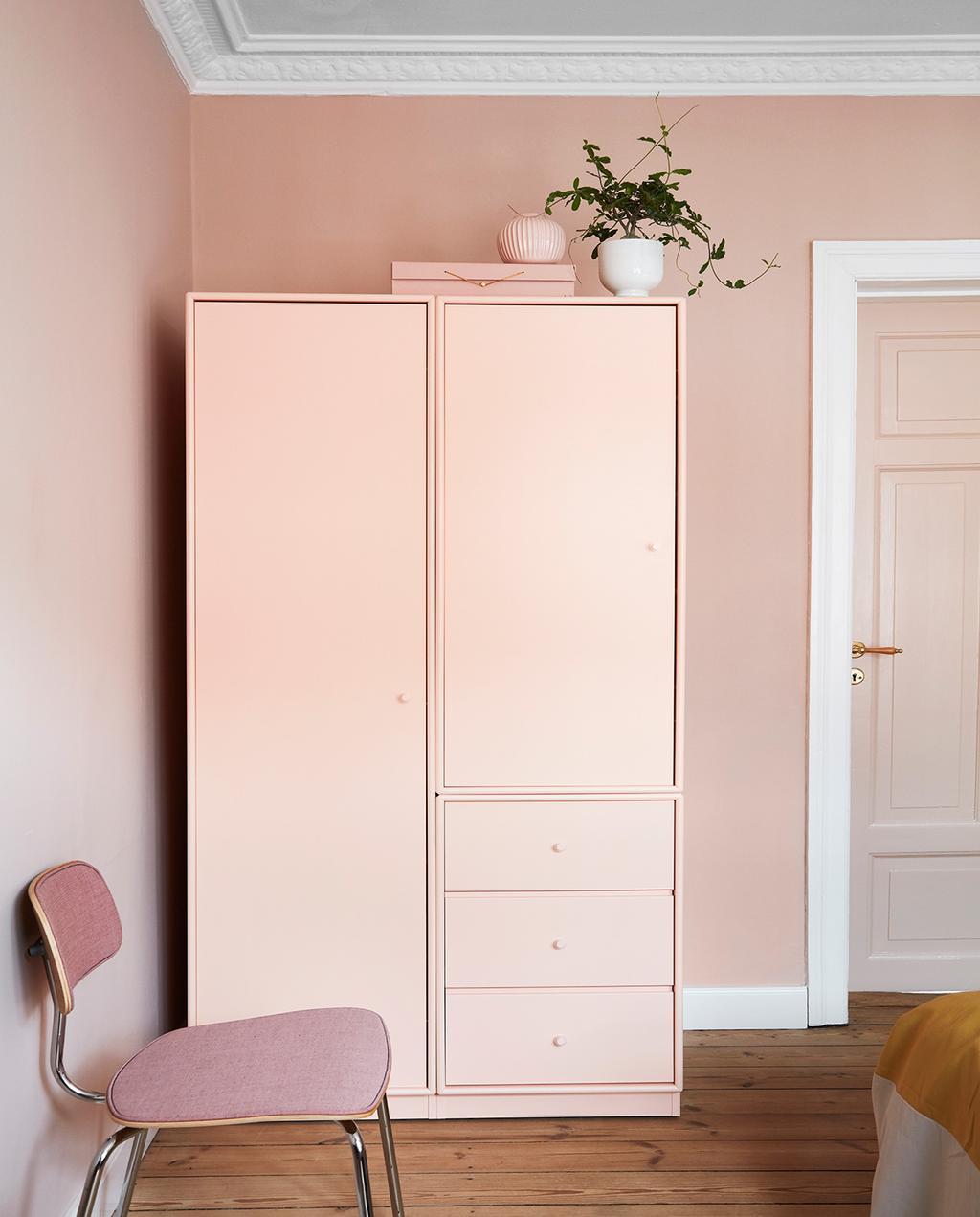 vtwonen 02-2021 | roze kast en roze stoel