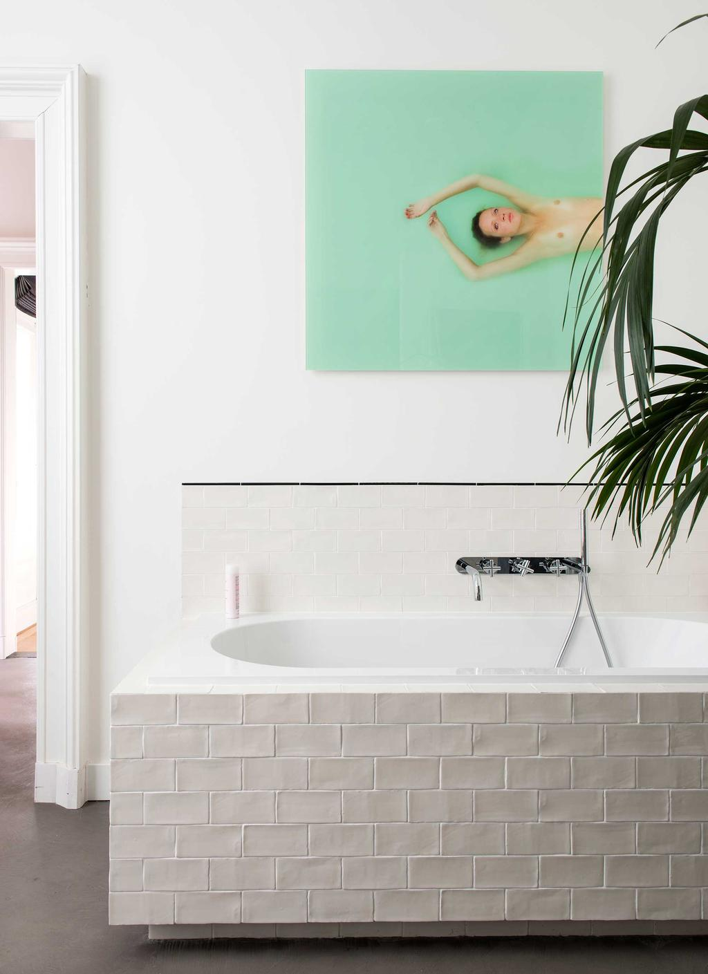 betegelde badkuip