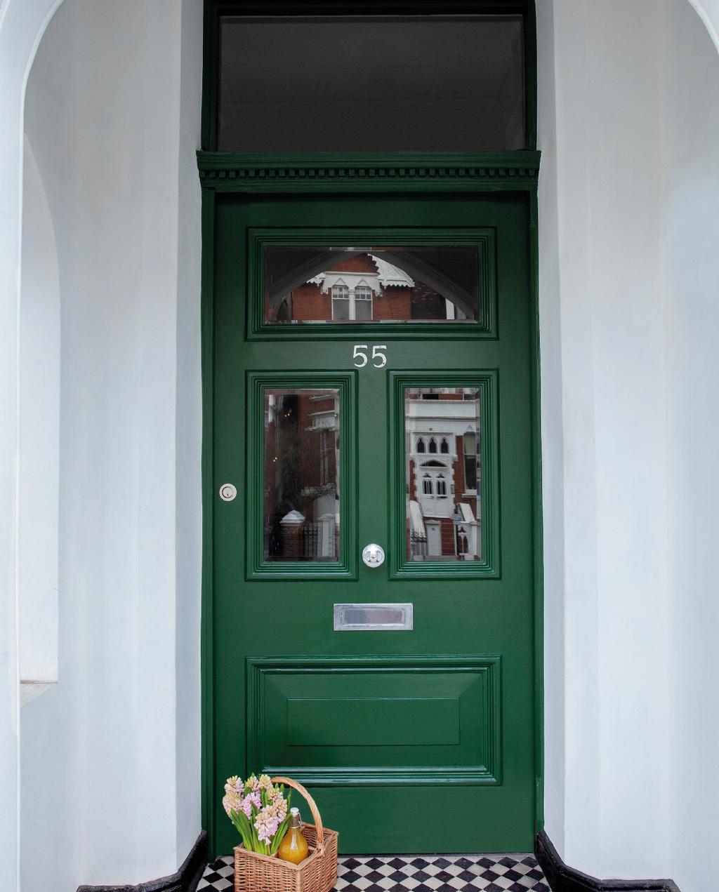 vtwonen blog Kristel | kleur kiezen in tuin groene deur