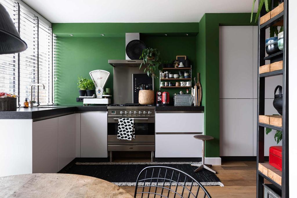 witte keuken groene wand