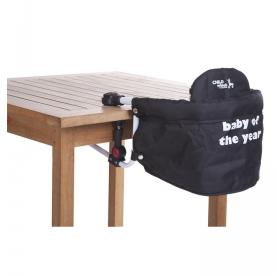 Kinderstoel aan tafel hangen