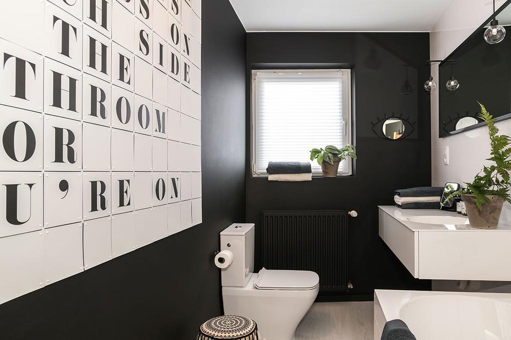 De badkamer van Hanne uit de zevende aflevering van het tweede seizoen van Een frisse start met vtwonen.