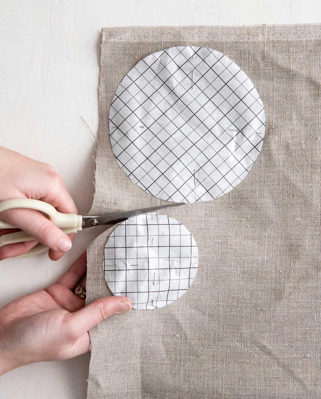 vtwonen 06-2020 | DIY tafelloper stukken knippen uit stof