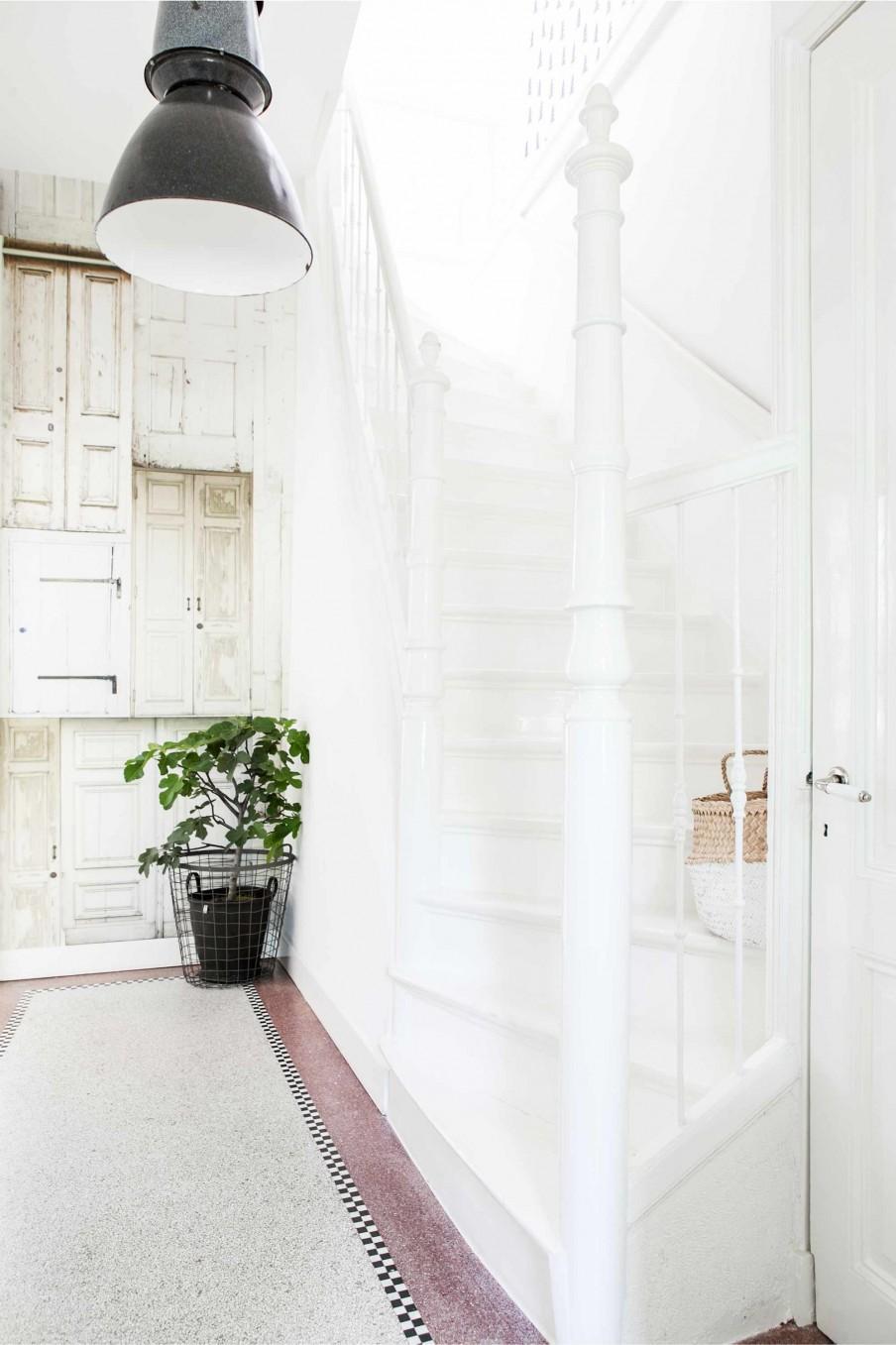 hall escalier blanc