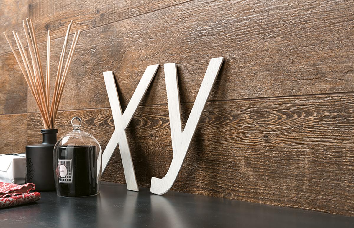 Wand met vtwonen tegels woodstone