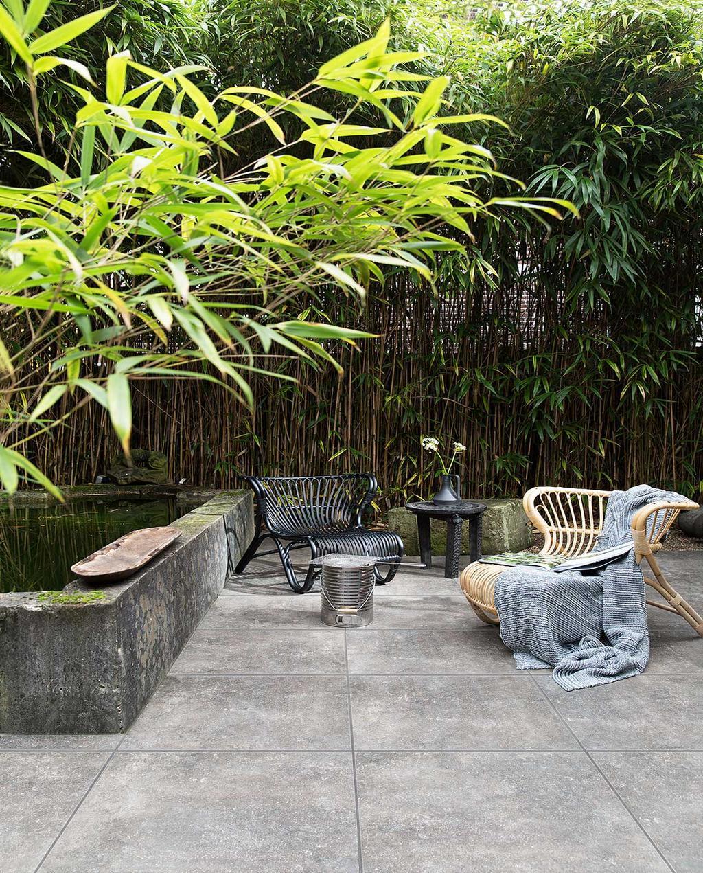 bamboe-schutting-erfafscheiding-tuinstoelen-tuin-riet-rotan-vtwonen