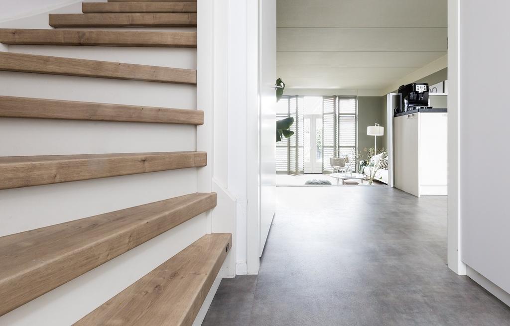 Upstairs vtwonen houten trap