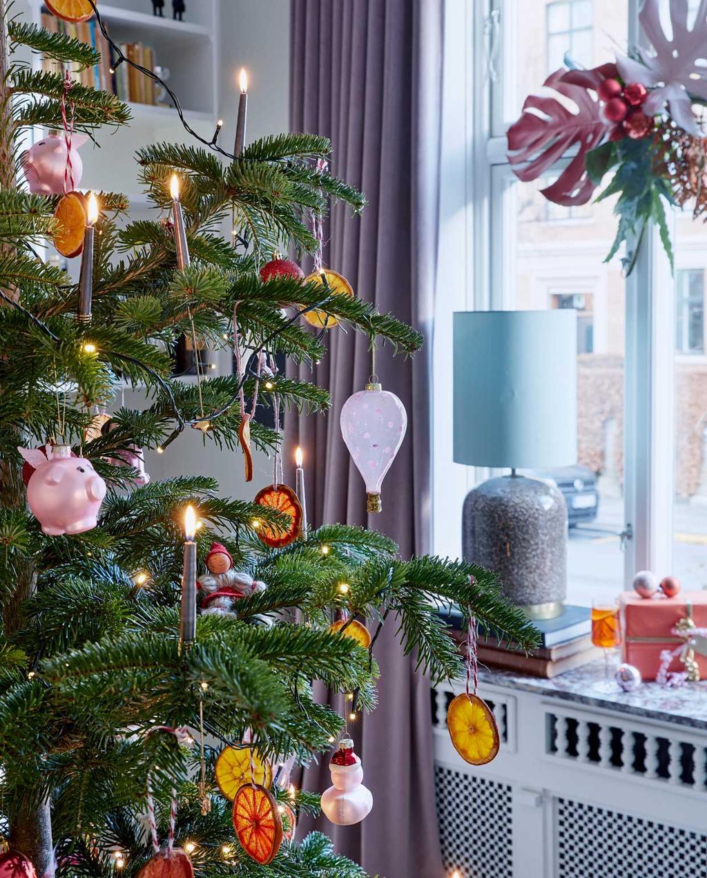vtwonen 12-2020 BK special | binnenkijken in een kersthuis met versierde kerstboom