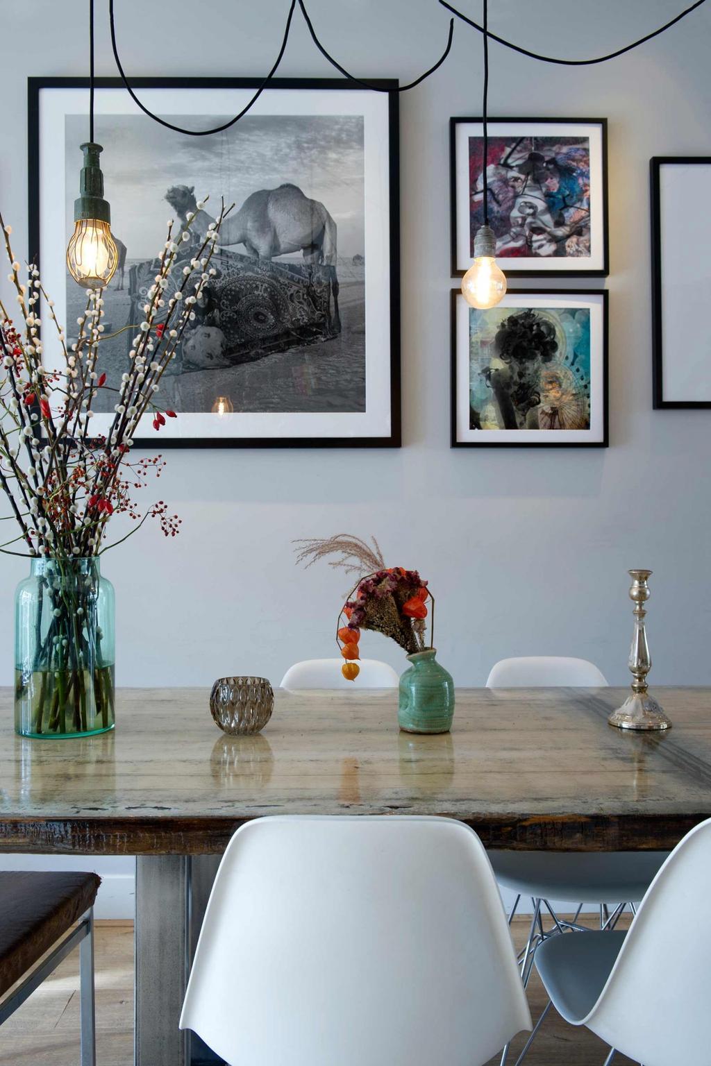 table salle a manger avec bouquets