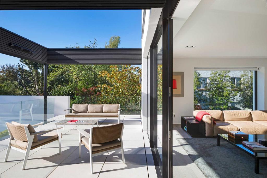 terrasse et salle de séjour