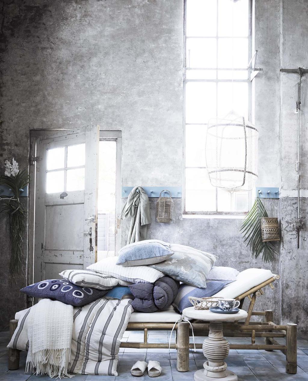 Daybed met blauw en wit voor een heerlijke siësta.
